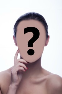 Spørsmålstegn på kvinneansikt