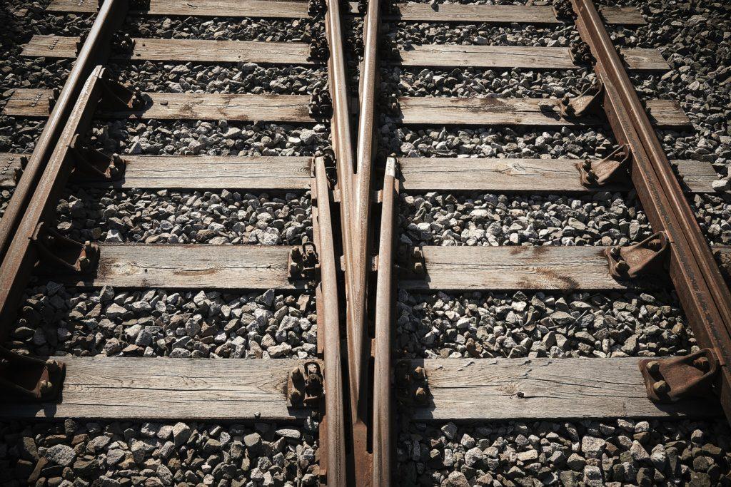 Alt kan forandres! Her vises to jernbanespor som løper sammen og viser stedet der man kan veksle.
