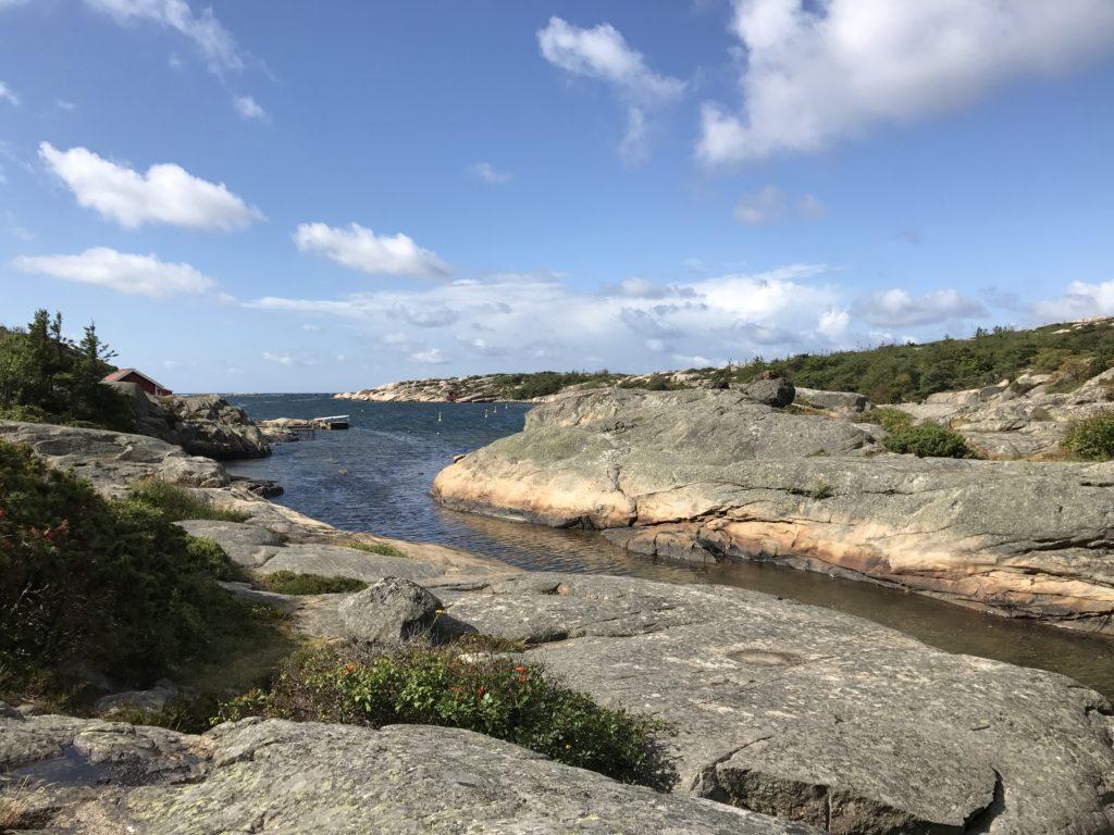 Naturbilde - holmer og sjø.